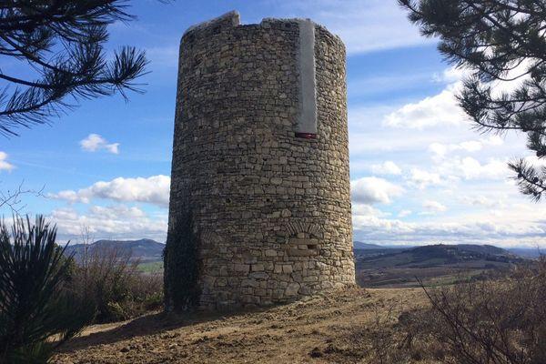 C'est sur cette ancienne tour à La Roche Blanche dans le Puy-de-Dôme qu'une antenne-relais de téléphonie mobile devrait voir le jour