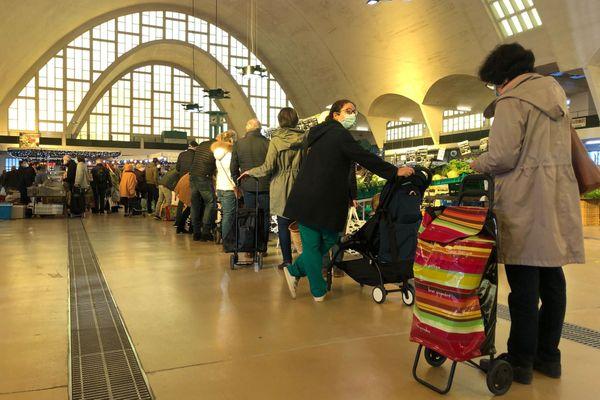 Le marché du Boulingrin à Reims, ouvert ce samedi 31 octobre, malgré le confinement.