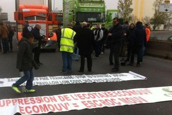 Manifestation des transporteurs routiers contre l'écotaxe le 16 novembre 2013.