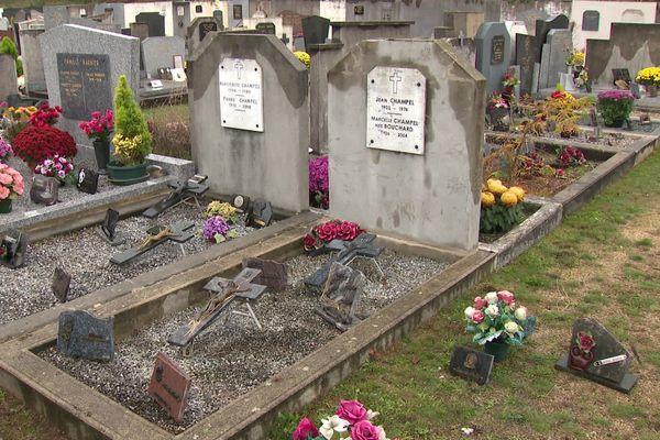 """""""Je nettoie et j'embellis les tombes des morts, je leur rends aussi hommage et cela n'a rien de morbide."""""""