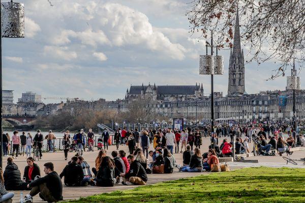Des quais de Bordeaux pris d'assaut en ce jour ensoleillé de février 21.