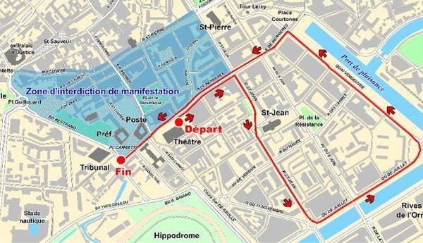 L'hyper-centre ville ( en bleu) où se situent les rues piétonnes est interdit à la manifestation, c'est moins clair du côté des Rives de l'Orne, même si le parcours passe sur l'autre rive.