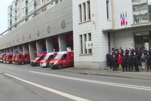 Les camions des pompiers de Poitiers prêts à quitter les locaux de l'ancienne caserne de Pont-Achard pour rejoindre leurs nouveaux bâtiments.
