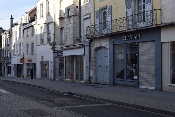 Le centre-ville de Chaumont, déserté pendant le confinement, mercredi 4 novembre.