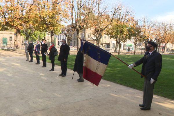 Un seul porte-drapeau était présent pour cette cérémonie du 11 novembre 2020 à Limoges