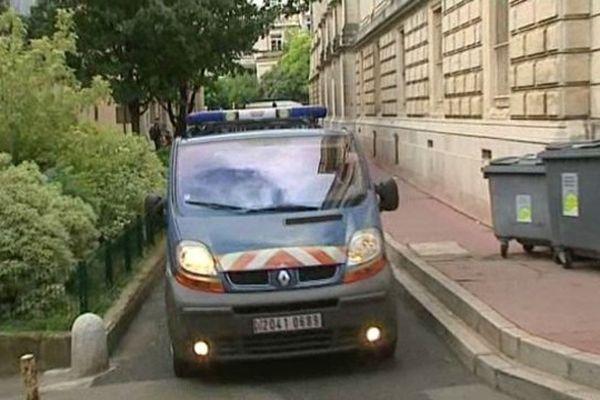 Montpellier - le fourgon transportant le meurtrier présumé de Thomas Laché arrive au palais de justice - 20 juin 2013.