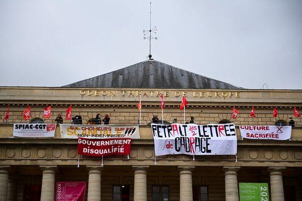 Des militants occupent le théâtre de l'Odéon depuis jeudi dernier. Ils demandent notamment la réouverture des lieux culturels.