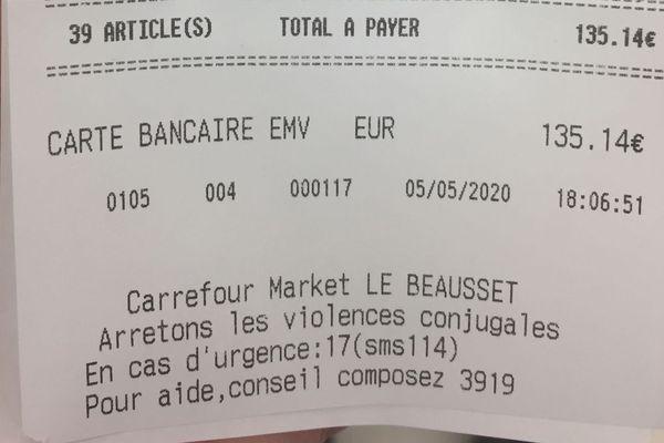 Certains supermarchés indiquent en bas du ticket de caisse le numéros à connaître en cas de violences conjugales.