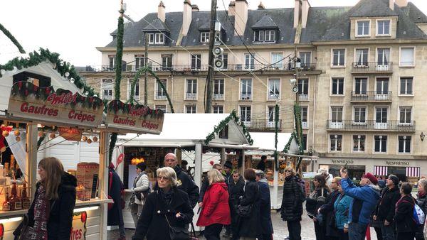 Le marché de Noël de Rouen a attiré le public dès son ouverture.