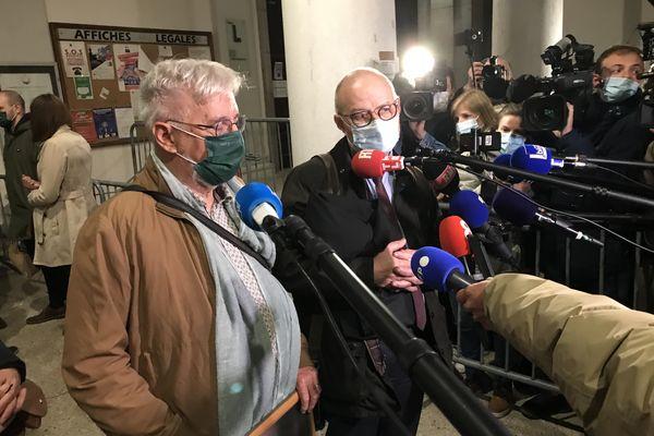 Didier Noyer et Me Bernard Boulloud interrogés par la presse après le verdict rendu par la cour d'assises de la Savoie.