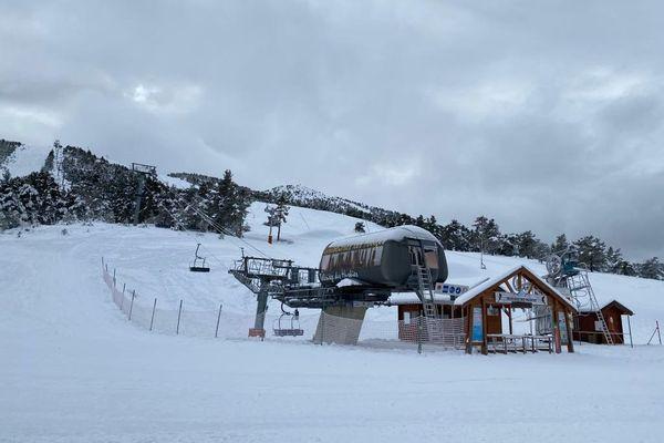 Les remontées mécaniques des stations de ski ne rouvriront pas ce mois comme cela avait été initialement envisagé. Ici à Gréolières-les-Neiges dans les Alpes-Maritimes.