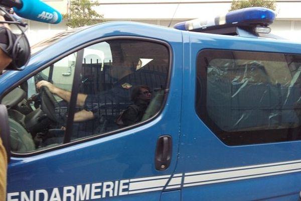 La mère de Fiona est arrivée au tribunal de Clermont-Ferrand en début d'après-midi.