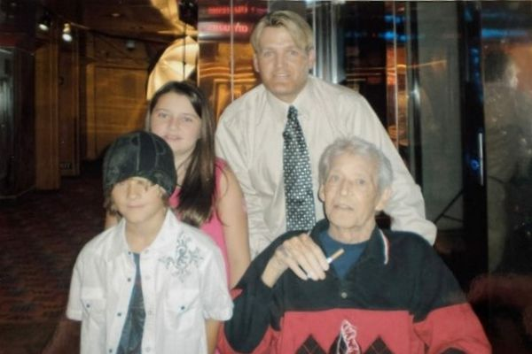 Louis, père de Patricia (en bas à droite). David, demi-frère frère de Patricia (en haut).