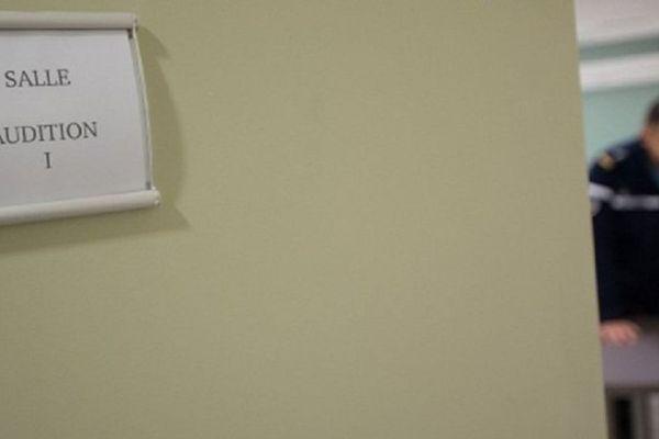 Image d'illustration d'une salle de garde à vue.