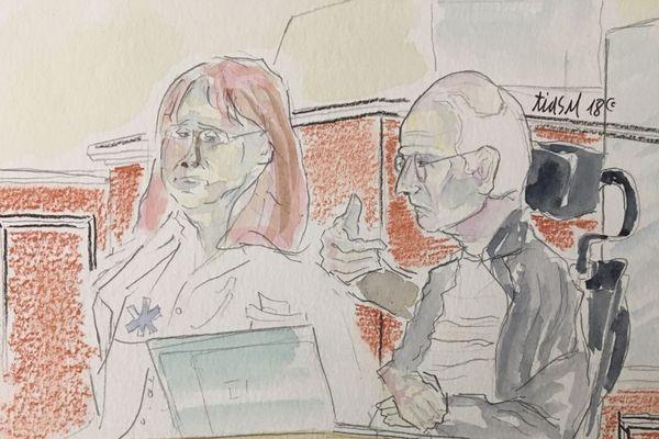 Denis Mannechez est lourdement handicapé suite à sa tentative de suicide, il ne peut s'exprimer qu'en tapant sur son ordinateur. Durant tout le procès, il est accompagné d'une aide-soignante à ses côtés.