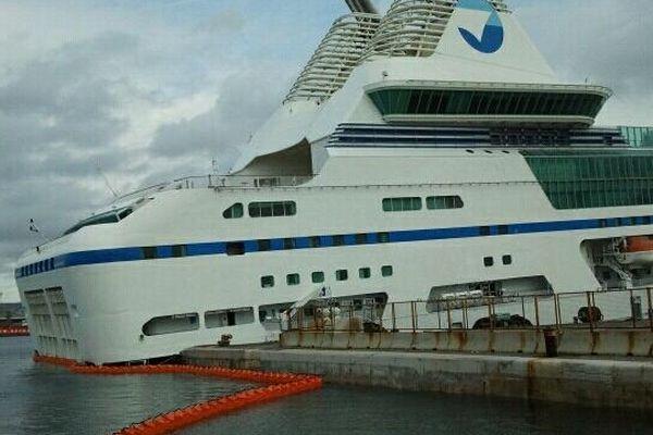 Le navire amiral de la SNCM ce matin, toujours posé au fond du port