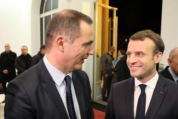 Le président du Conseil exécutif de Corse, Gilles Simeoni avec Emmanuel Macron, lors d'une visite à la Collectivité de Corse en février 2018 à Ajaccio (Corse-du-Sud).