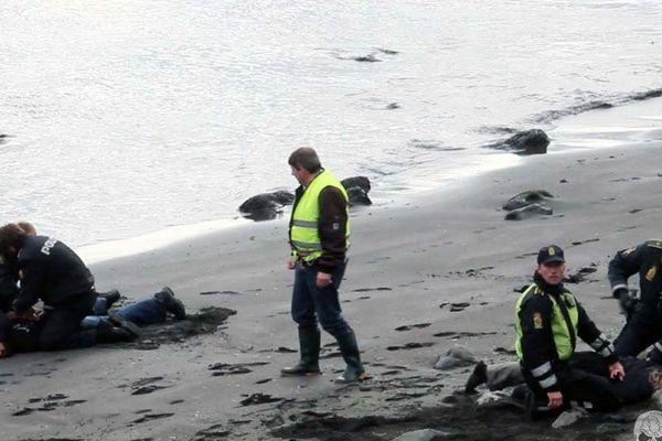 Arrestation de deux militants de l'ONG  Sea Shepherd, sur le Iles Féroé, le 24 juillet 2015