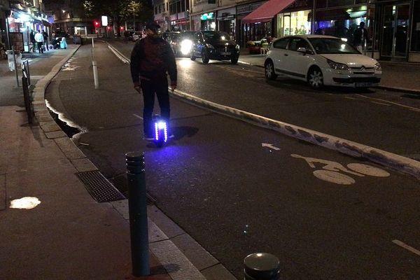 Rouen : une piste cyclable entre la Seine et la place des Emmurées