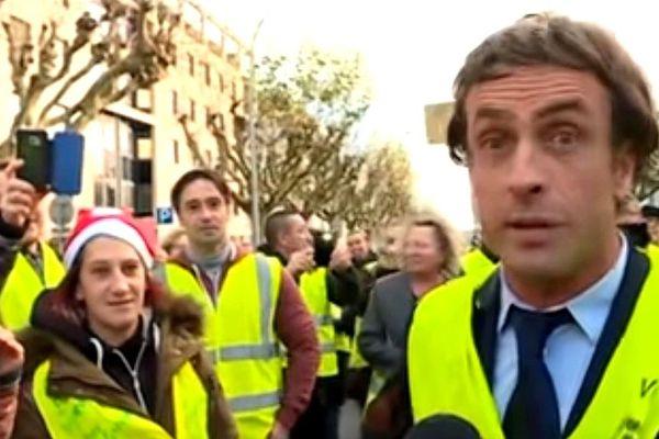 Un faux Emmanuel Macron aux côtés des Gilets jaunes le 9 décembre 2018 à La Roche-sur-Yon