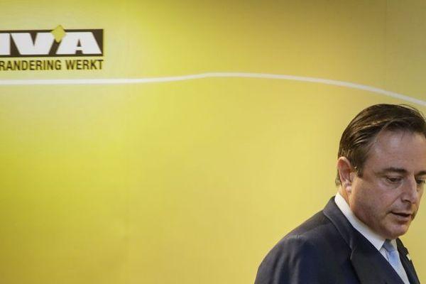 Le président du parti Bart De Wever a lancé le 8 décembre 2018 un ultimatum à Charles Michel, laissant entendre que la N-VA s'en irait si ce dernier s'envolait pour Marrakech dimanche afin d'approuver au nom de la Belgique le Pacte de l'ONU sur les migrations.