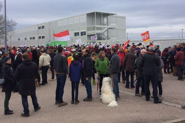 Un peu plus de 400 personnes ont manifesté une nouvelle fois ce dimanche matin contre le  GCO