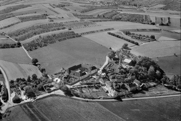 Vue aérienne d'Escolive, dans l'Yonne