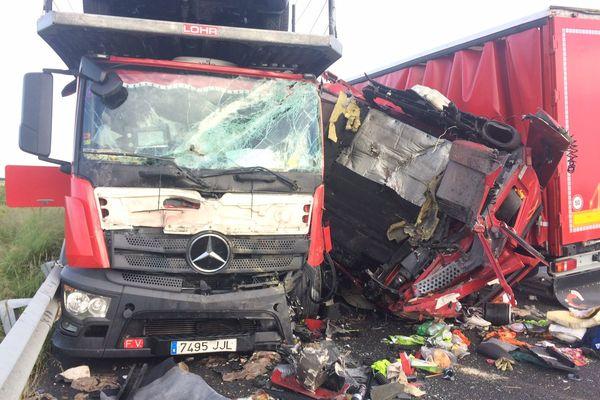 Un camion a perdu le contrôle avant de s'encastrer dans un autre camion.
