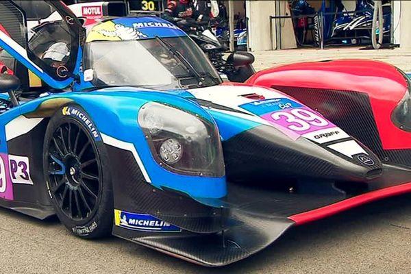 Les modèles les plus puissants engagés aux 24 Heures du Mans dépassent les 350 km/h.