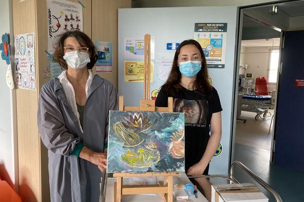 Chloé a terminé sa toile réalisée lors de l'atelier de peinture du Centre hospitalier d'Angoulême