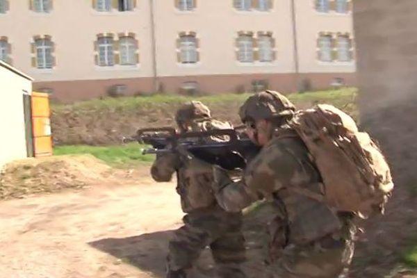 Les militaires du 1er Régiment de Tirailleurs d'Epinal à l'entraînement