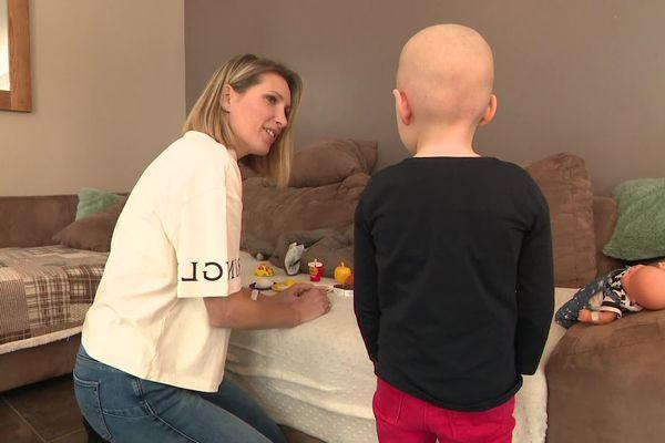 La petite fille de Chloé Fourchon est soignée pour une leucémie. 10 enfants du secteur des Rousses dans le Jura ont développé des cancers pédiatriques.