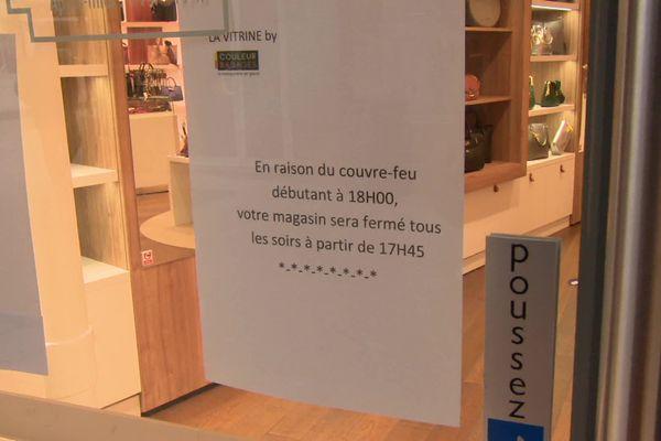 Le couvre-feu à 18h dans la Drôme : commerçants et clients doivent s'adapter -