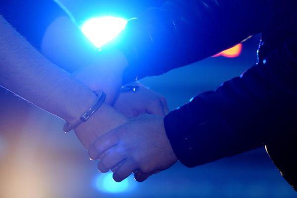Neuf individus ont été interpellés dans la région lyonnaise et le pays de gex, dans l'Ain. Ils sont soupçonnés de préparer des casses d'armurerie en Suisse.