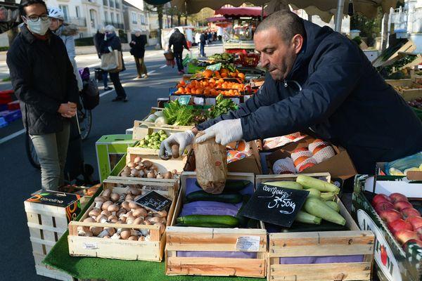 En Charente-Maritime, plusieurs communes ont été autorisées à tenir leur marché hebdomadaire.