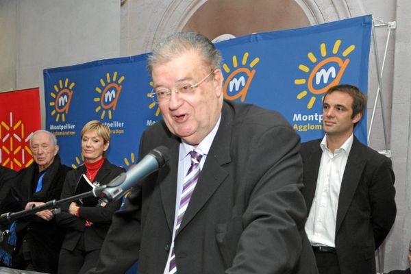 Montpellier : Georges Frêche et Michaël Delafosse (en arrière plan à droite), alors adjoint au maire délégué à la culture dans l'équipe d'Hélène Mandroux - 2010.