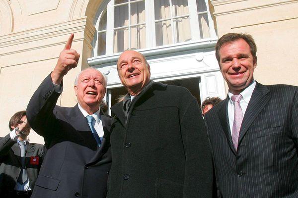 Jacques Chirac était venu à Marseille en novembre 2004, dans le cadre de la Cité de la réussite. A ses côtés, Jean-Claude Gaudin, maire de Marseille et Renaud Muselier, Secrétaire d'Etat aux Affaires.