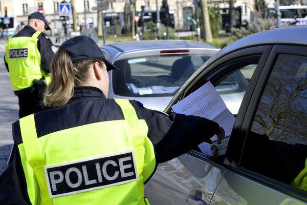 A Rennes, la police contrôle les déplacements en vérifiant les attestations