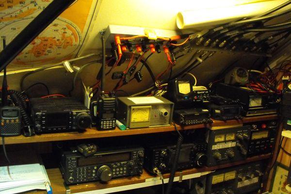 L'équipement de l'association des radioamateurs de la Haute-vienne chez Francis Coisne