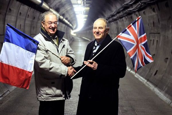 Deux ex-ouvriers du chantier du tunnel sous la Manche, 20 ans après.