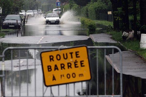 Illustration - Route barrée pour cause d'inondation