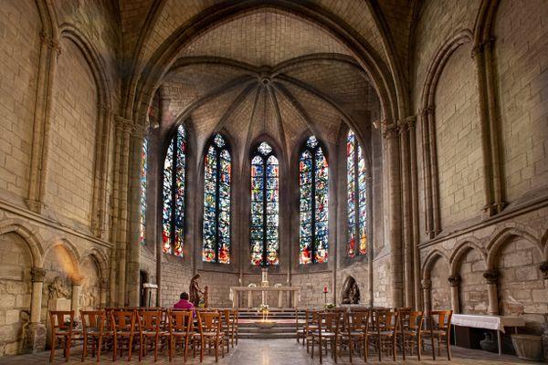 L'église St Nicolas de Rethel (Ardennes) la nouvelle jauge prévoit deux sièges entre chaque personnes dans les lieux de cultes.
