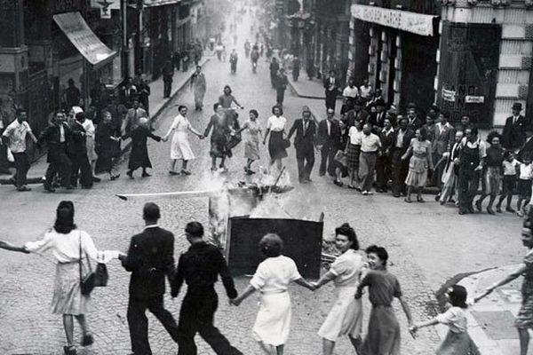 Liesse populaire dans les rue de Bordeaux libérée