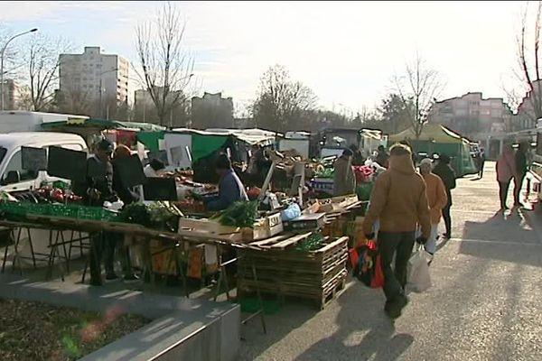 Avec la température glaciale, certains commerçants du marché des Couronneries à Poitiers ne se sont pas déplacés.
