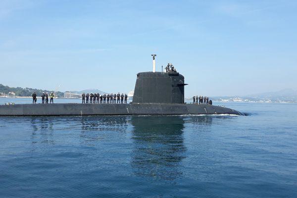 Le sous-marin nucléaire Perle lors de son retour d'une mission de trois mois en océan Indien en 2018.