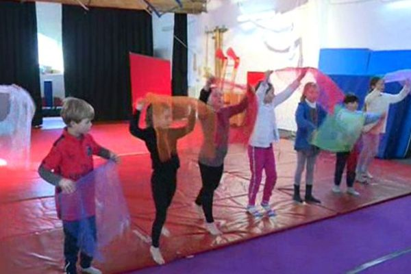 Les élèves de l'école de cirque de Sommières dans le Gard - Février 2015