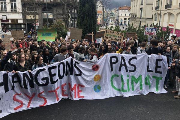 En mars 2019, de nombreux jeunes avaient participé à une marche pour le climat à Clermont-Ferrand.