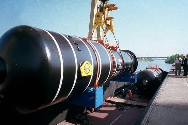 L'usine Framatome livre, le 23 avril 1996 par voies fluviales et maritimes, trois générateurs de vapeur (GV). Ils sont destinés a la tranche 3 (1020 MWe) de la centrale nucléaire de Tihange (Belgique). Chaque GV pèse 473 tonnes, sa longueur est de 22,5 mètres et il est équipé de 6019 tubes soit 140 Km de tubes par GV.