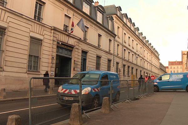 L'opération visait la préfecture des Yvelines mais l'institution est équipée de groupes électrogènes.