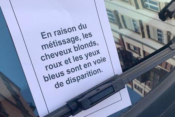 De nombreuses voitures dans l'est de Strasbourg ont eu leur pare-brise orné d'un tract à connotation raciste.